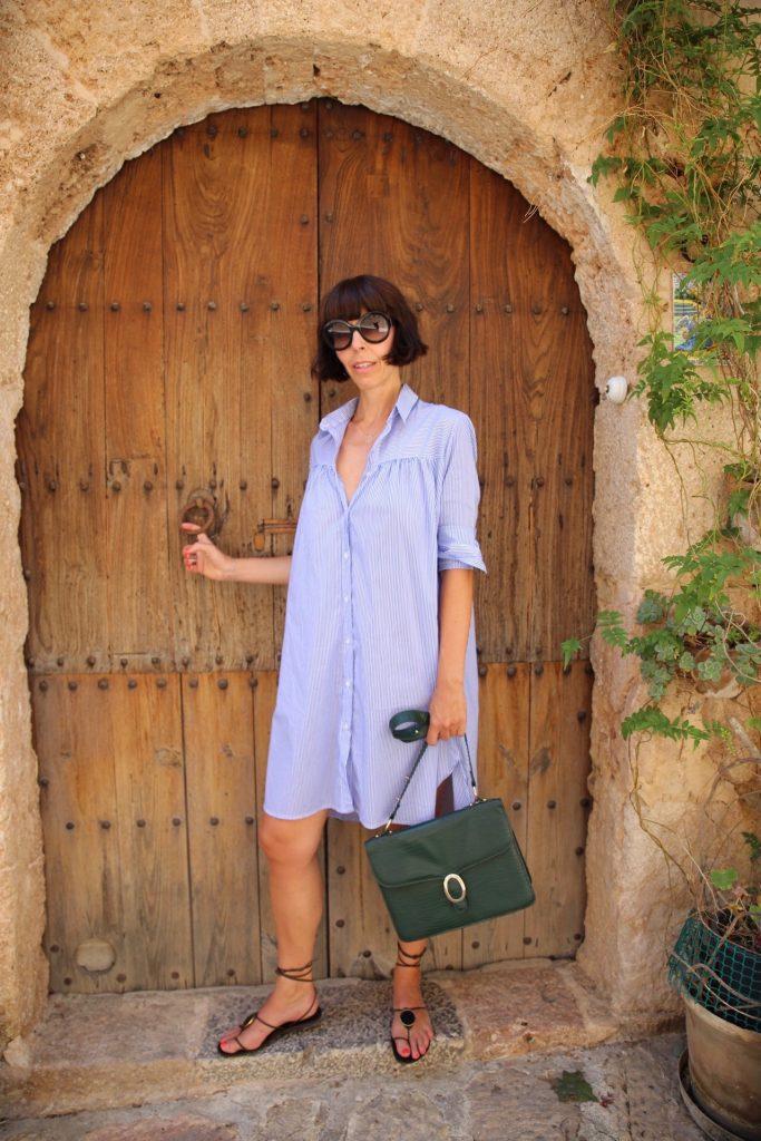 Outfit mit einem gestreiften Hemdblusenkleid