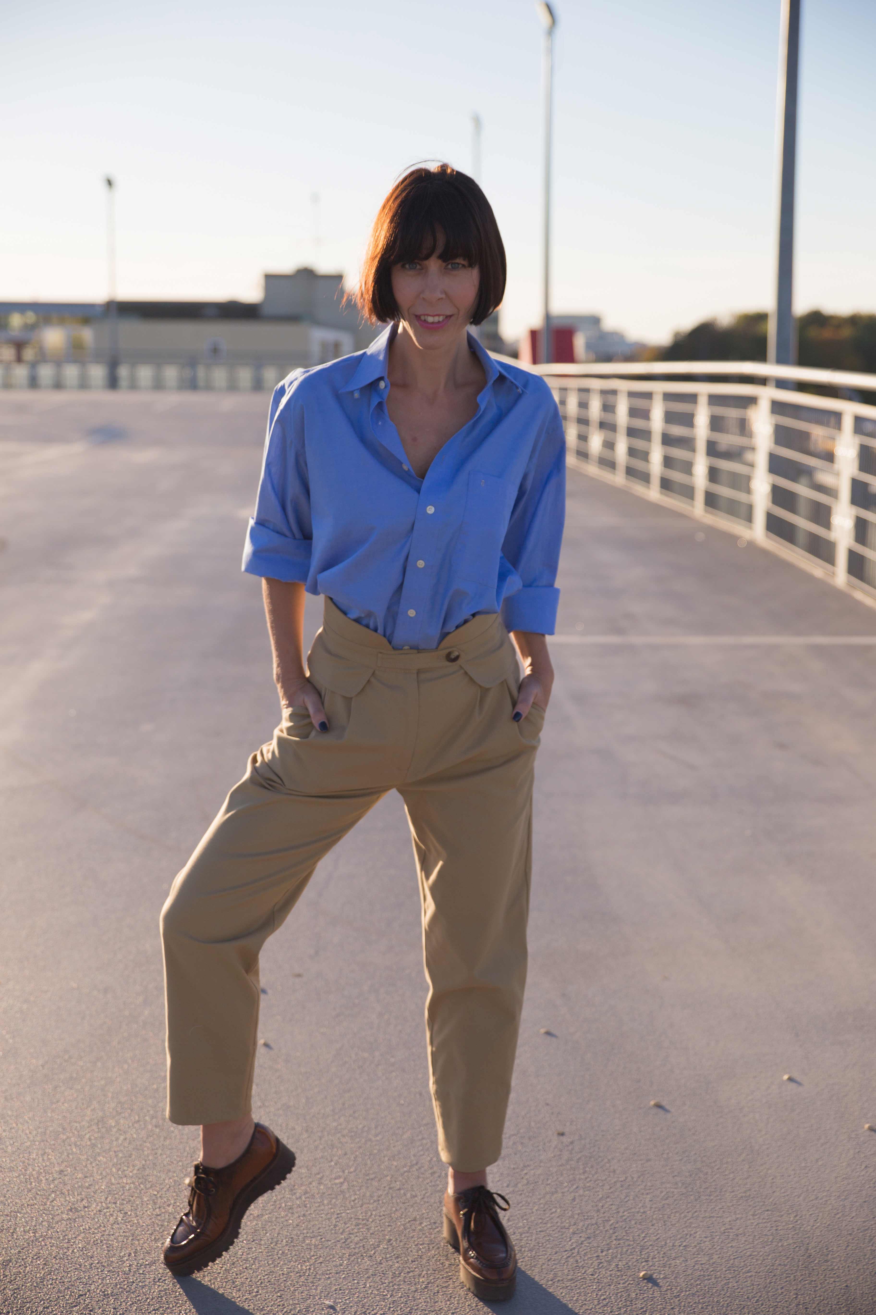 Blaues Männerhemd für Frauen im Trend