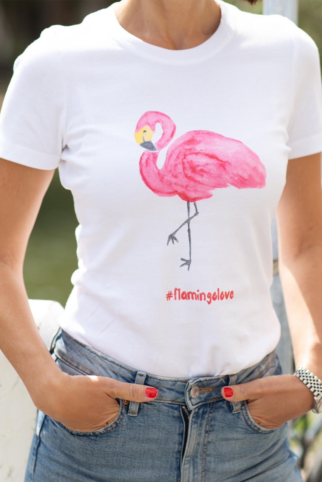 Wie ich mein eigens T-Shirt designt habe - Frau mit Flamingo T-Shirt das Trendtier 2019