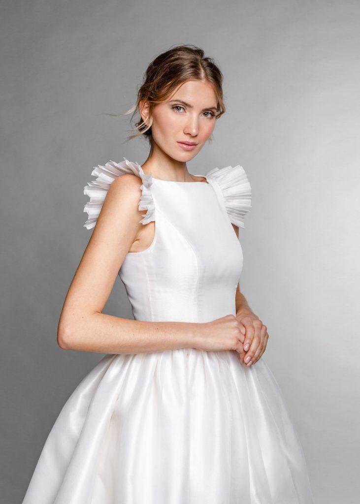 Frau mit Brautkleid ganz zart
