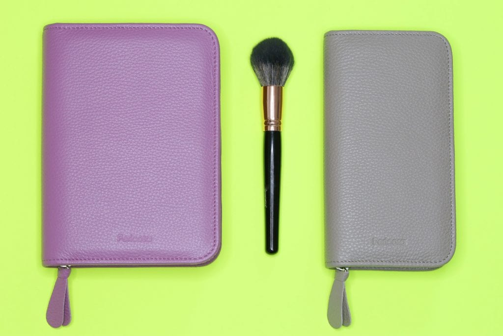 Zwei Ledermäppchen für Make up. Eins für die Reise und eins für die Handtasche